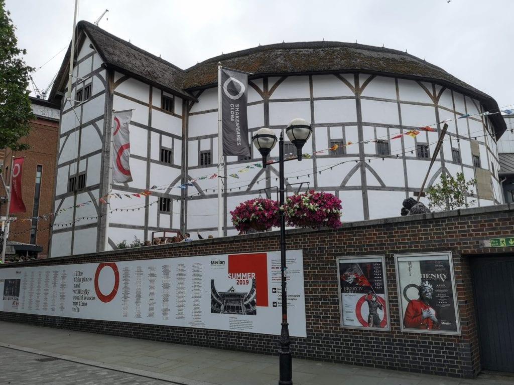 globe theatre, Shakespeare London, London Bridge, River Thames,
