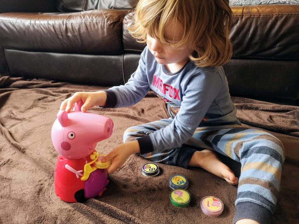 count with peppa toy