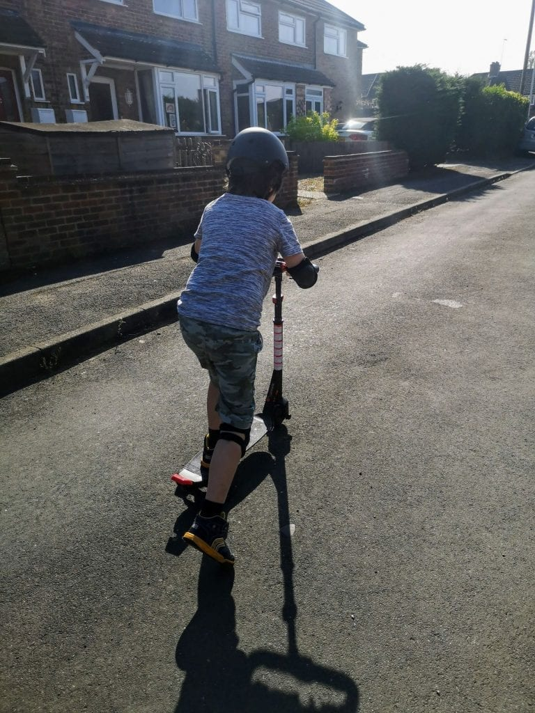 wave catcher. electric scooter, skateboard, motorised scooter, rollplay toys