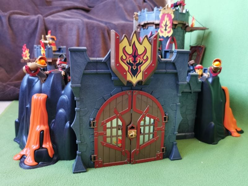 Playmobil Burnham Fortress: Showing lava, gate, canon, and turrets