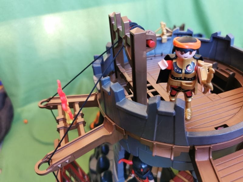 Playmobil Burnham Raiders Fortress: Playmobil figure lifting the gate